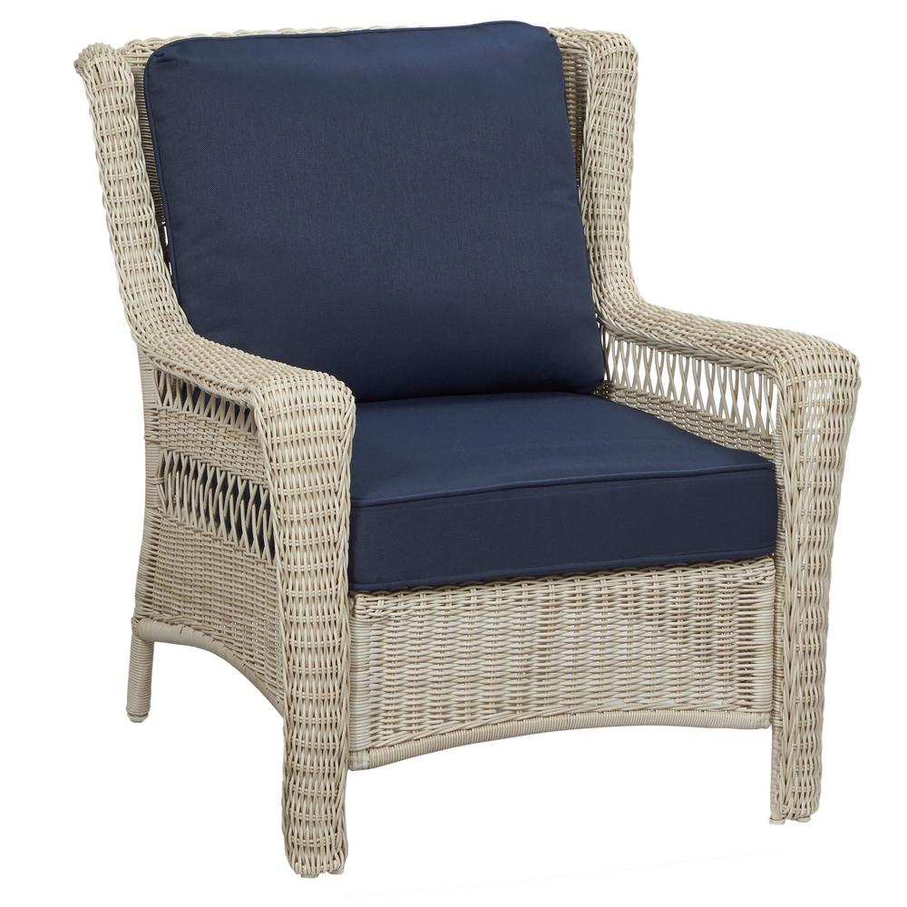 Park Meadows Off-White Stationary Wicker Outdoor Lounge Chair with Midnight