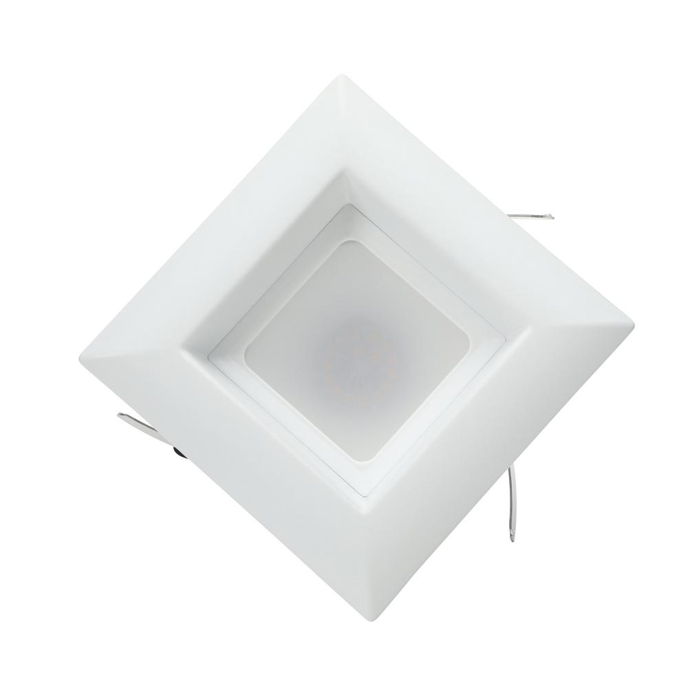 Recessed light kit featuring a polycarbonate lens
