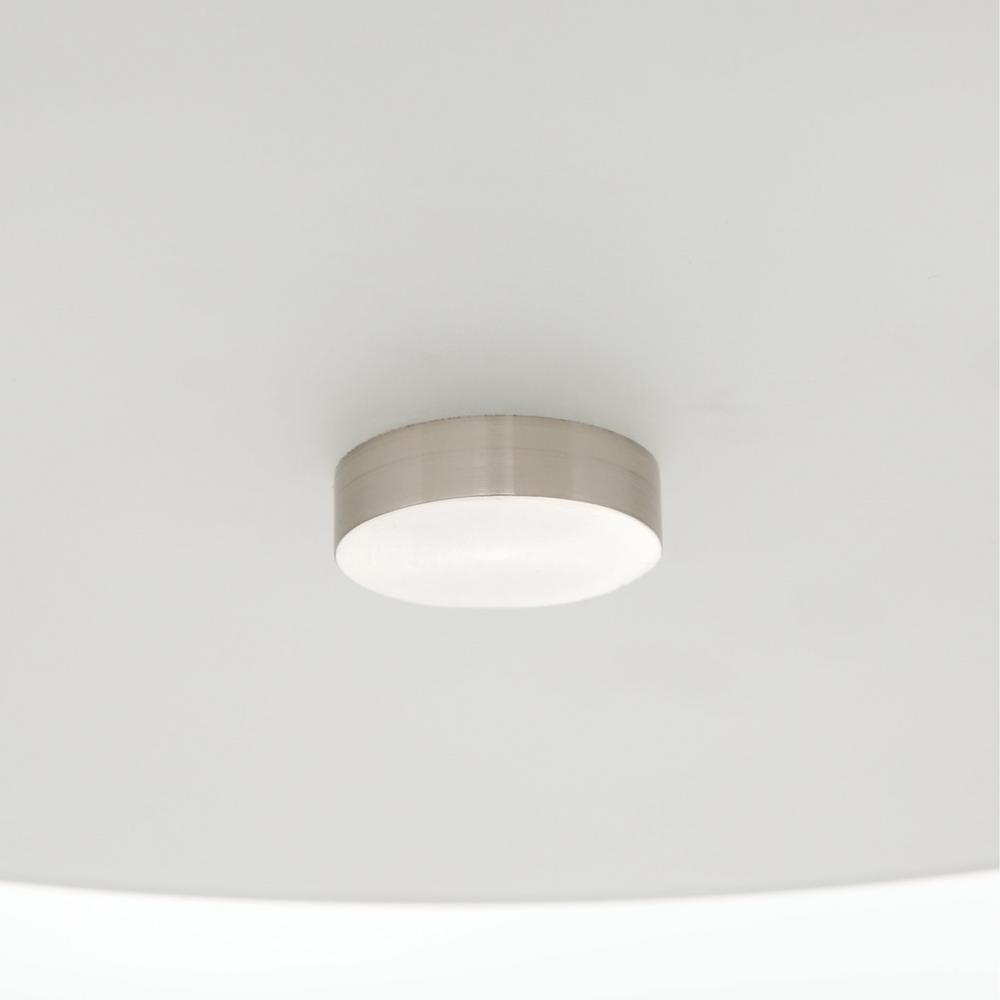 Flush mount light designed to accommodate many bulb types