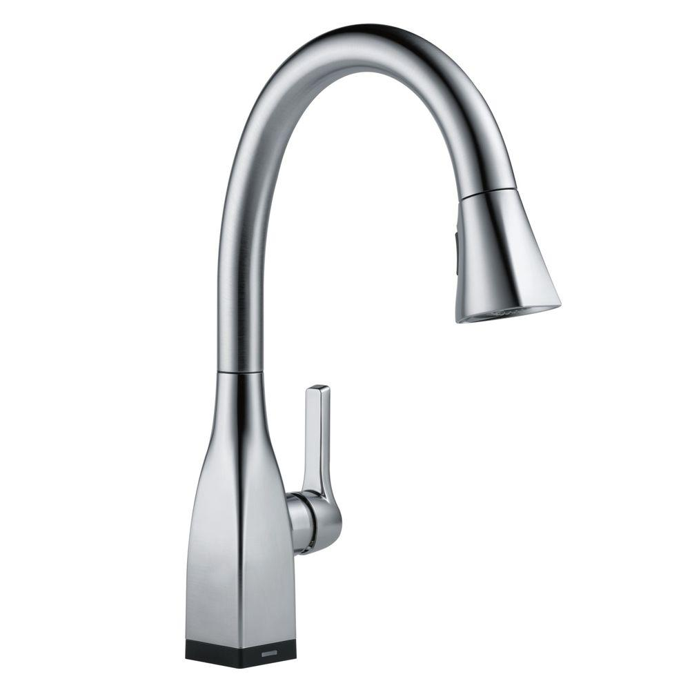 Delta Leland Single Handle Pull Down Sprayer Kitchen Faucet With Magnatite Docking In Arctic