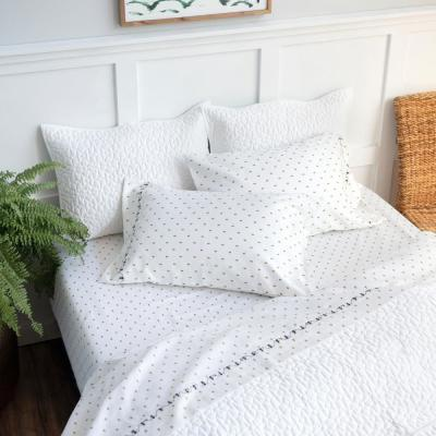 White All-Over Bee Print Cotton Sheet Set