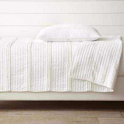 Mini Pom Rows White Quilt Set