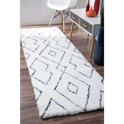 Beaulah Shaggy White 2 ft. 6 in. x 6 ft. Runner Rug