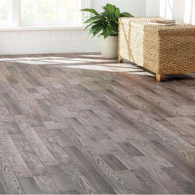 EIR Royal Victorian Oak 12 mm Thick x 7.56 in. Wide x 47.72 in. Length Laminate Flooring (20.04 sq. ft. / case)