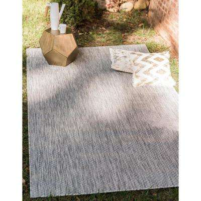 Outdoor Solid Light Gray 7' 0 x 10' 0 Area Rug