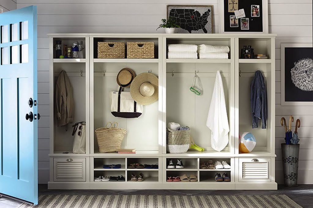 Breezy Beach House Mudroom Entryway The Home Depot