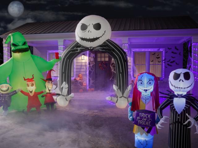 Friendly Halloween Front Yard