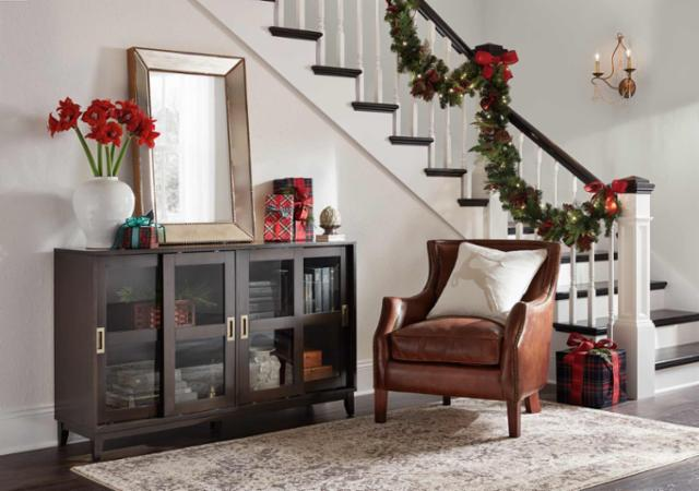 Classic Holiday Entryway