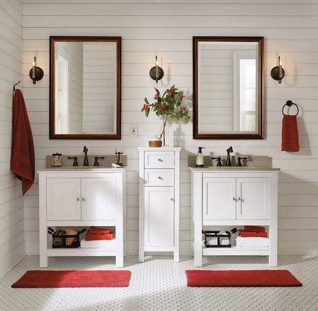 Holiday Farmhouse Bathroom