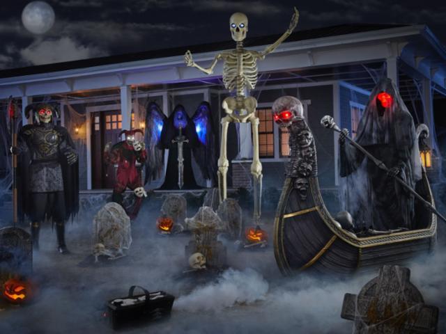 Spooky Halloween Front Yard
