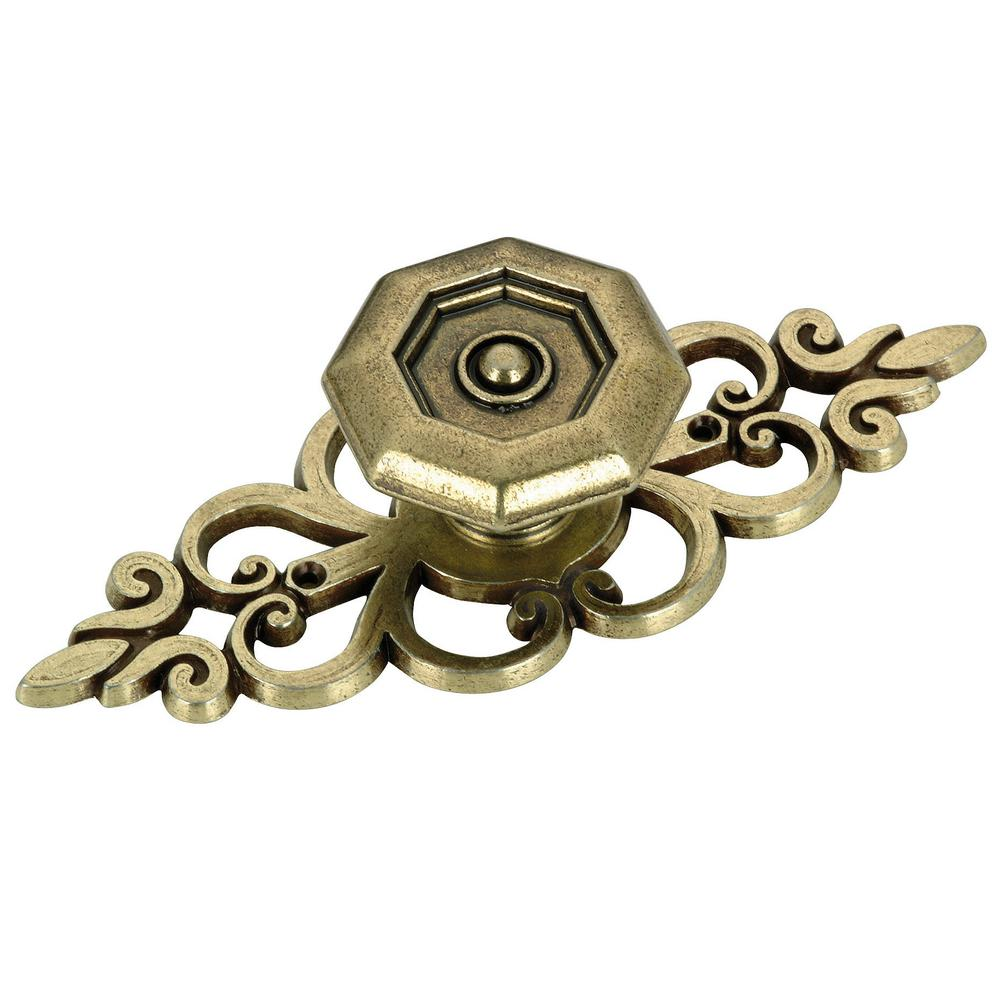 Richelieu Hardware 4 in. (102 mm) Transitional Antique English Cabinet Knob with Backplate Octagonal Richelieu metal knob with filigree backplate. This ornate knob works well in a traditional ambiance. Mounting hardware included for easy installation.