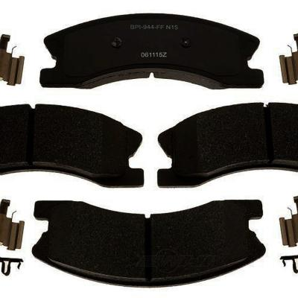 MD862 Front Disc Brake Pad Semi-Metallic Kit Set For Toyota RAV4 2001-2005