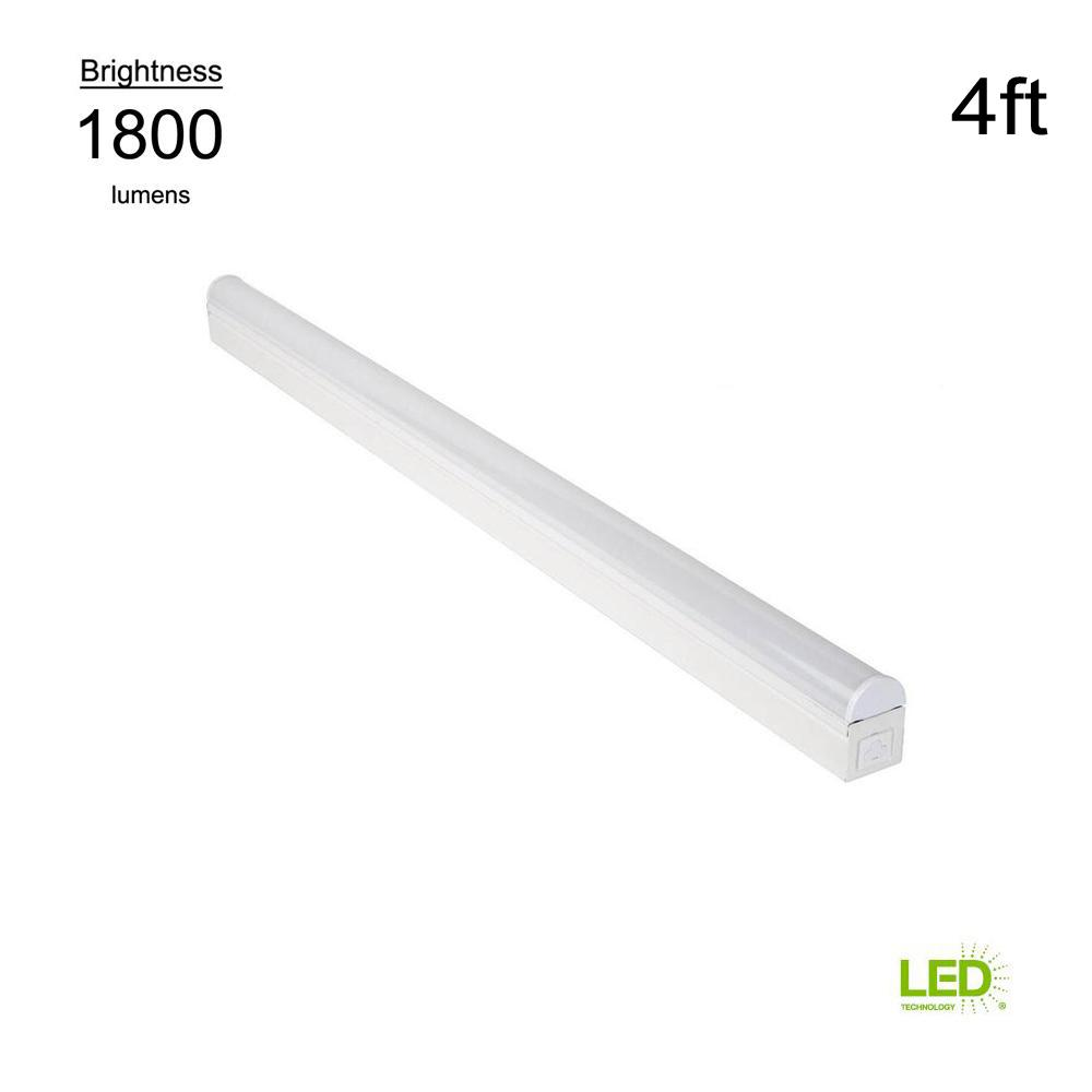 Commercial electric plug in or direct wire power connection 4 ft white 4000k integrated led strip light with power cord and linking cord