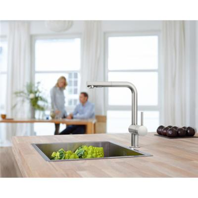 Minta Touch Single-Handle Pull-Out Sprayer Kitchen Faucet in SuperSteel Infinity