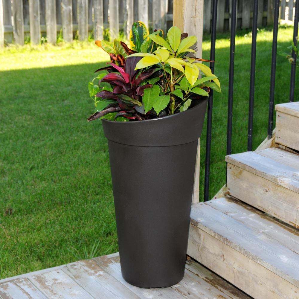 Incroyable Mayne Creston Espresso Polyethylene Tall Planter