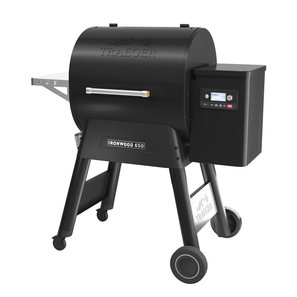 Traeger Ironwood 650 Pellet Grill Plus Pellet Sensor in Black
