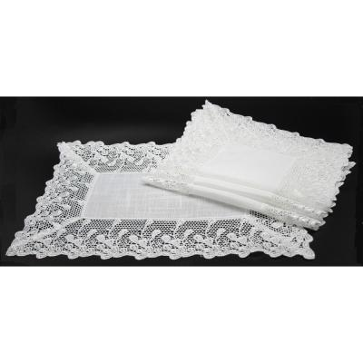 Garden Trellece Lace 14 in. x 20 in. White Trim Placemats (Set of 4)