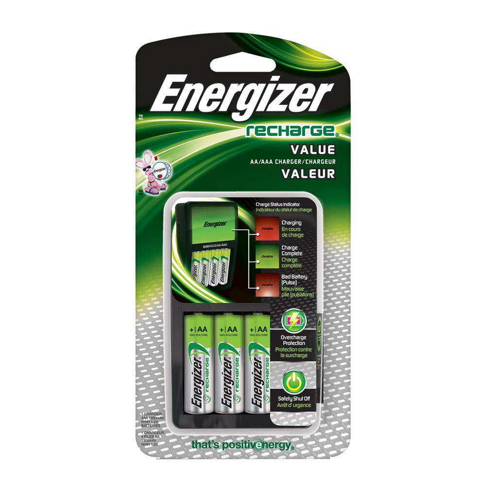 Energizer Exceptional Value AA/AAA Battery Charger with 4 AA Batteries Included