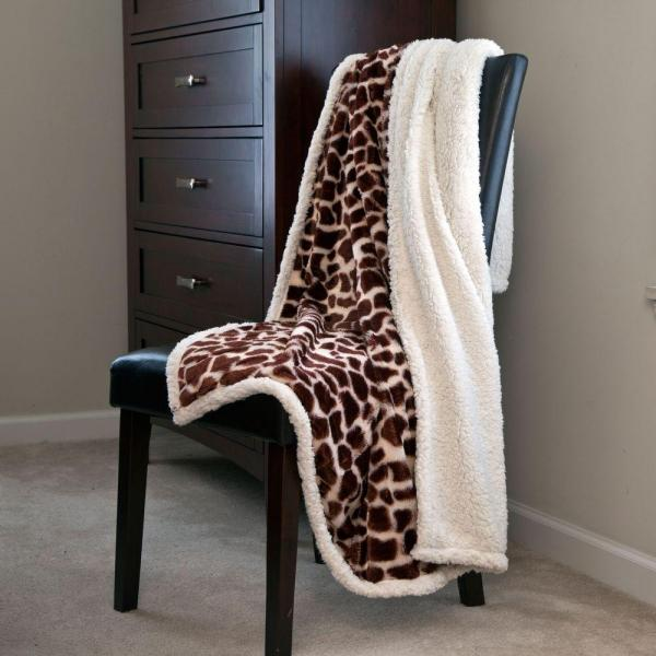 7a4ce72ffff5 Lavish Home Giraffe Fleece Sherpa Polyester Throw Blanket 61-00005 ...
