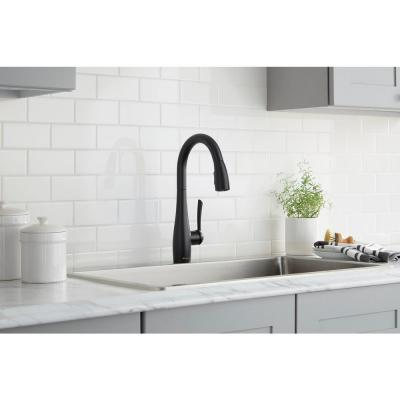 Analiese Single-Handle Pull-Down Sprayer Kitchen Faucet in Matte Black