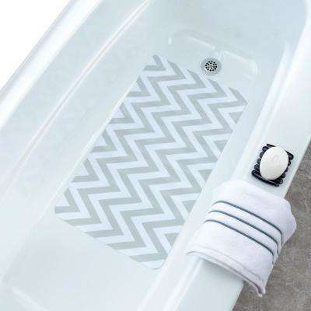 15.5 in. x 27.5 in. White and Gray Chevron Bath Mat