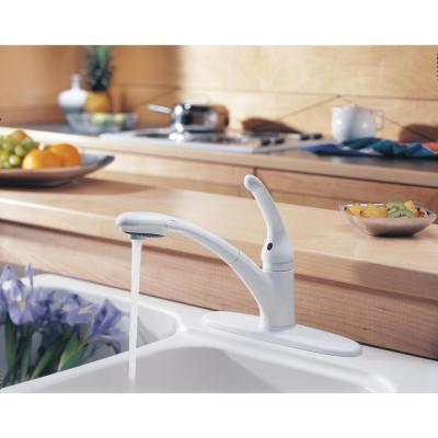 Signature Single-Handle Pull-Out Sprayer Kitchen Faucet in White