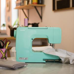 Janome Arctic Teal Crystal Easy To Use Sewing Machine 001crystal