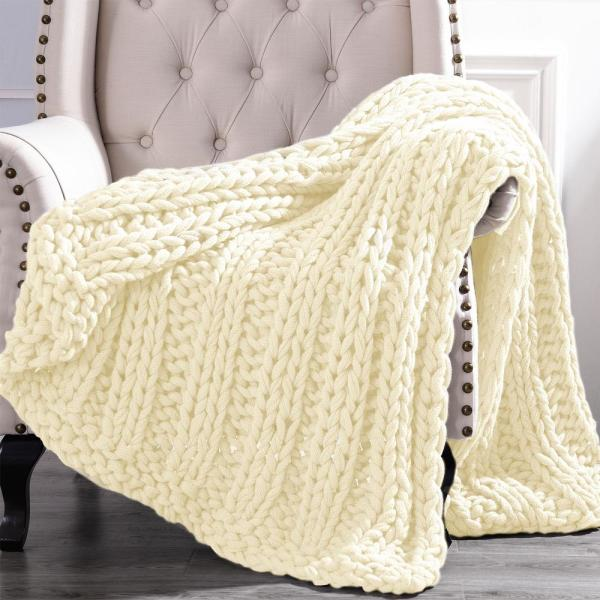 Amrapur Overseas Chunky Ivory Knit Acrylic 50 in. x 60 in.