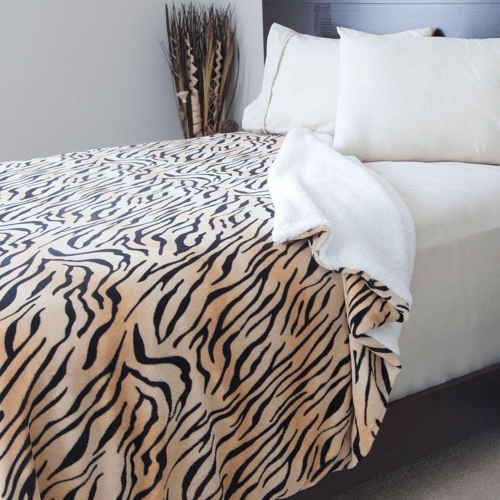 Tiger Print Fleece/Sherpa Polyester Full/Queen Blanket