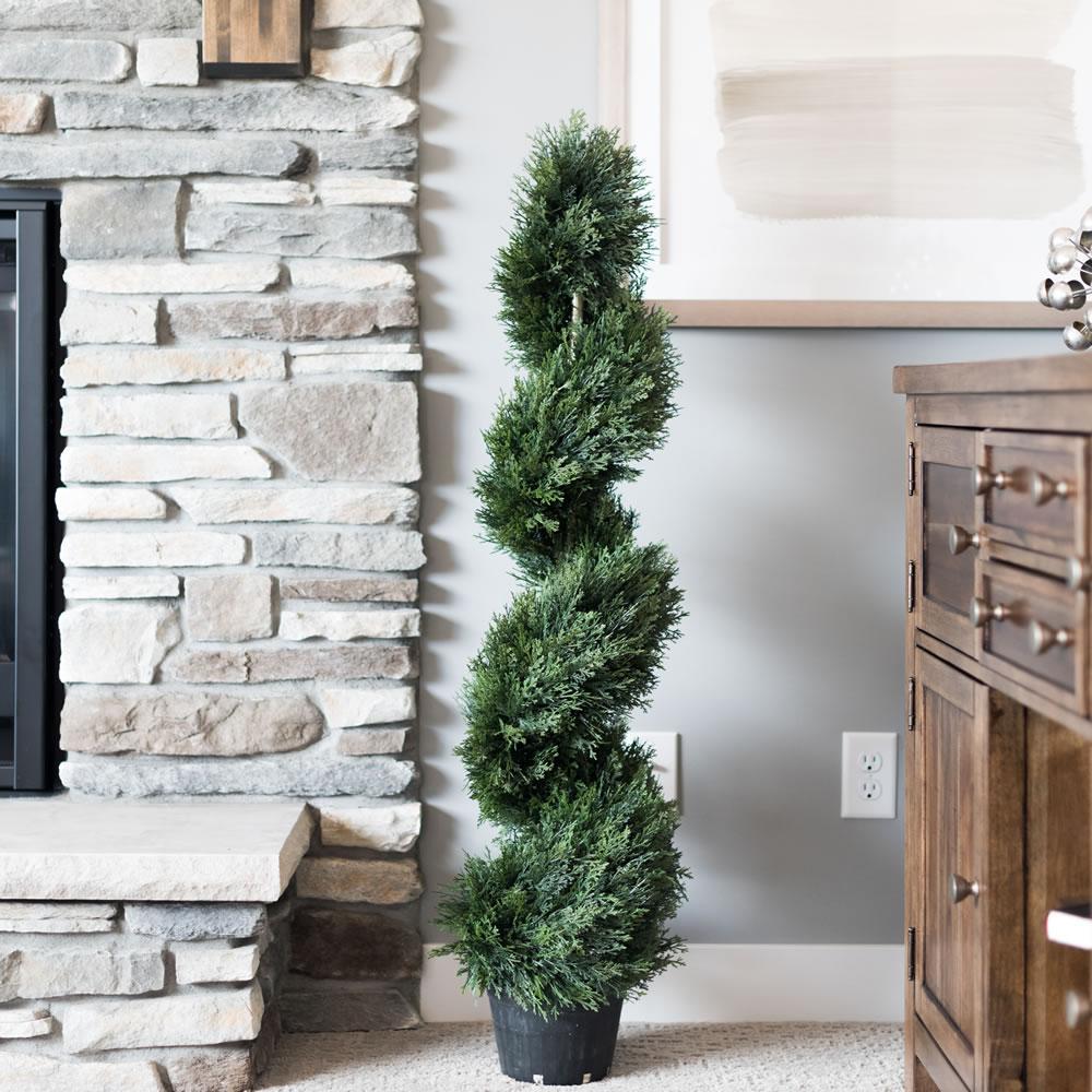 4 ft. Cedar Spiral on Pot (UV)