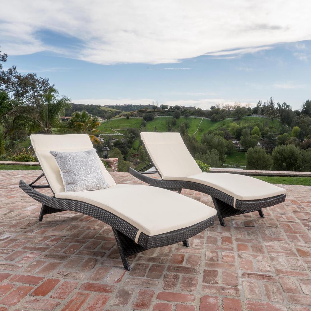 Salem Grey 4 Piece Wicker Outdoor Chaise Lounge With Beige