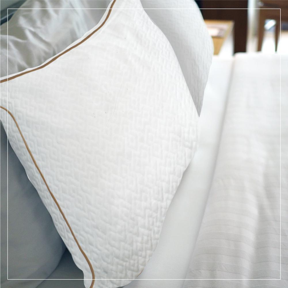 A1Hc Cooling Hypoallergenic Memory Foam Queen Pillow
