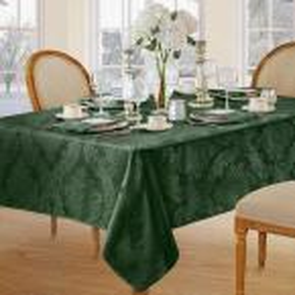 Elrene 52 in. W X 70 in. L Hunter Elrene Barcelona Damask Fabric Tablecloth