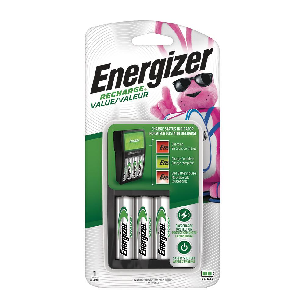 Energizer Energizer Exceptional Value AA/AAA Battery Charger with 4 AA Batteries Included