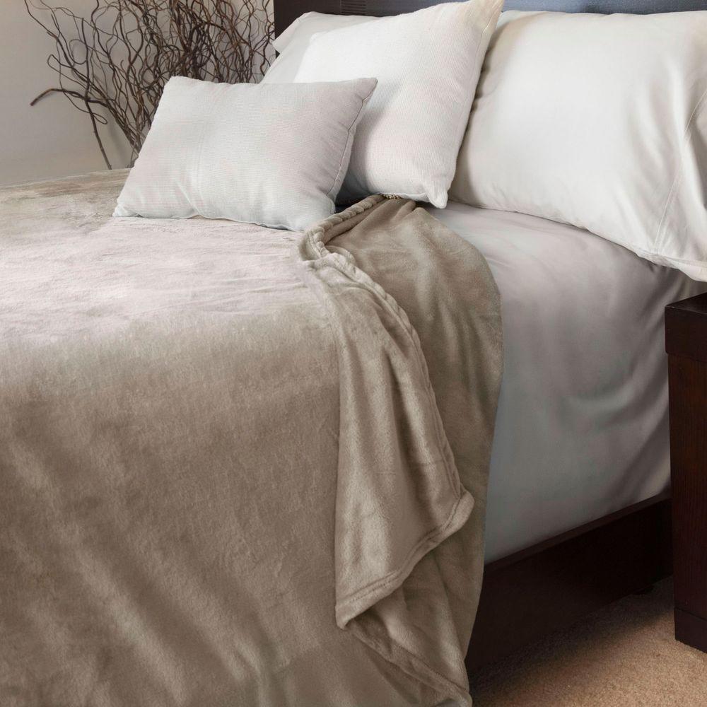 Lavish Home Beige Polyester Flannel Full/Queen Blanket 61-00001-FQ-Bei