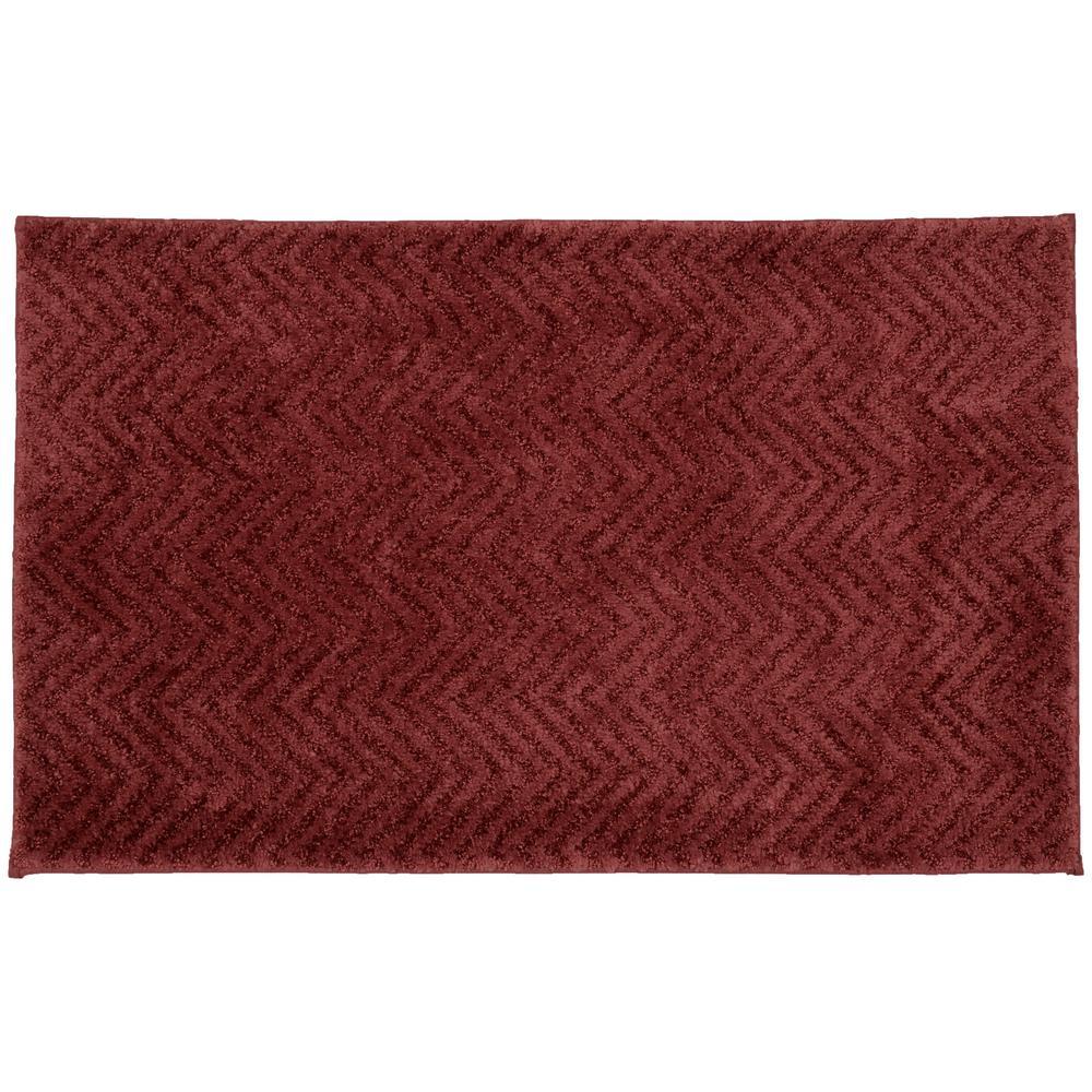 Palazzo Chili Red 21 in. x 34 in. Chevron Nylon Bath Mat