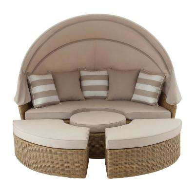 Wicker Cabana Style Tan Day Bed