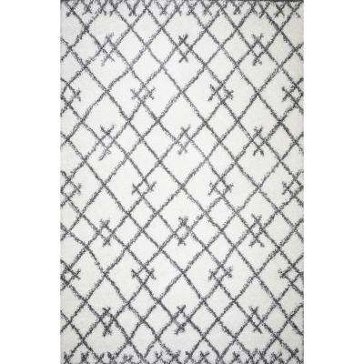 Delilah Geometric Shag Area Rug (5'3'' x 7'6'') in White