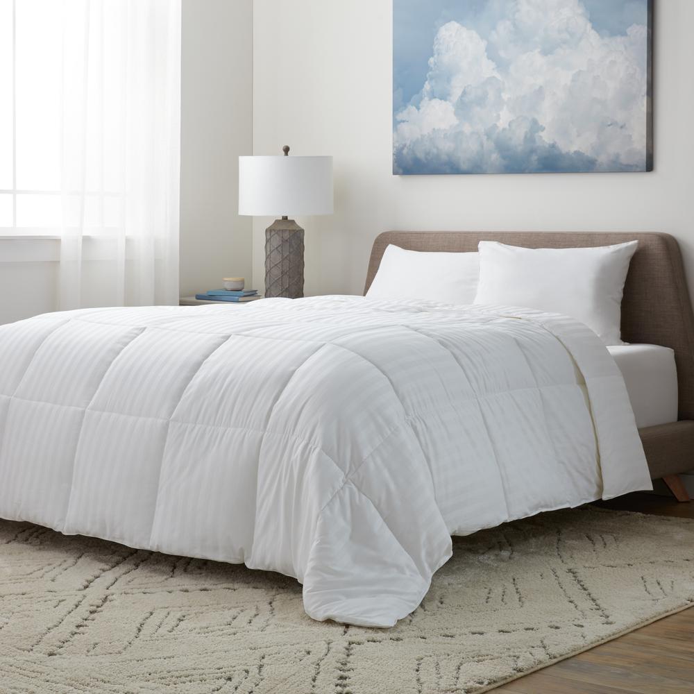Year Round Warmth 350 Thread Count White Damask King Down Alternative Comforter