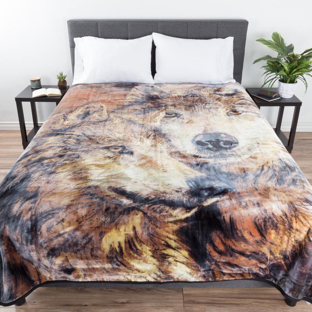 8 lbs. Brown Wolf Pair Design Throw
