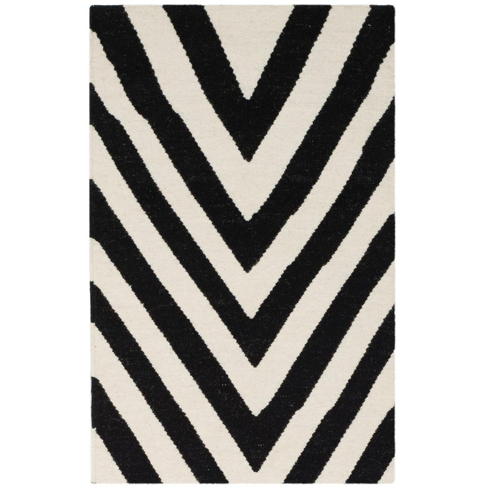 Safavieh Dhurries Black/Ivory 4 ft. x 6 ft. Area Rug