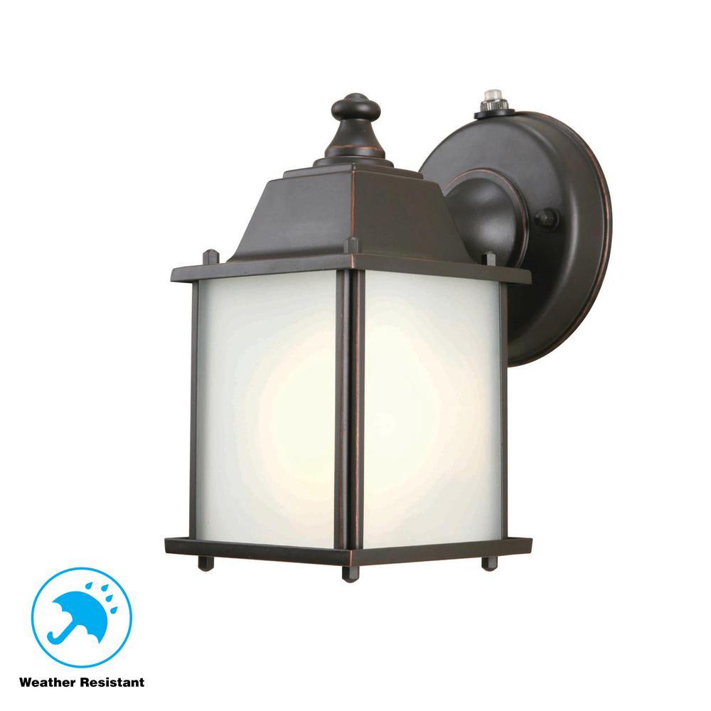 Hampton Bay 1 Light Oil Rubbed Bronze Outdoor Dusk To Dawn Wall Mount Lantern