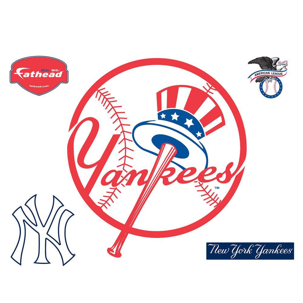 40 in. H x 36 in. W New York Yankees Circle Logo Wall Mural