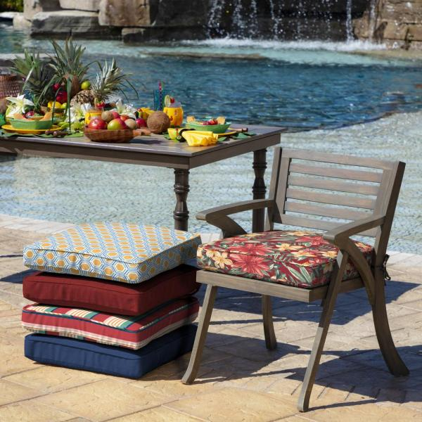 Ruby Clarissa Tropical Outdoor Seat