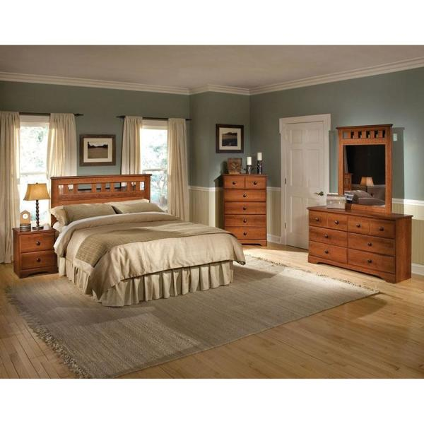 Cambridge Seasons 5-Piece Light Cherry Queen Bed, Dresser, Mirror ...