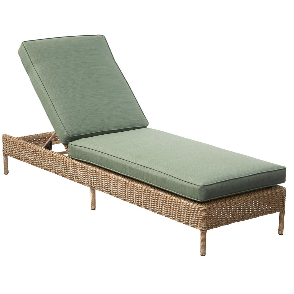 Hampton bay lemon grove wicker outdoor chaise lounge with for Liquidation chaise bercante
