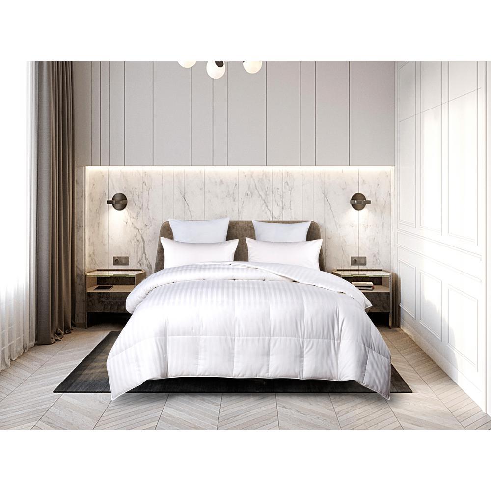 Light Warmth White Queen Down Comforter