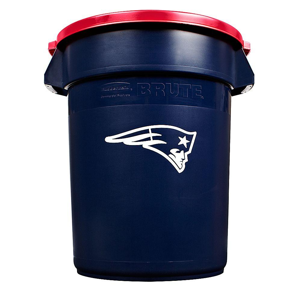 Rubbermaid Commercial Products BRUTE NFL 32 Gal. New England Patriots Round Trash Can with Lid