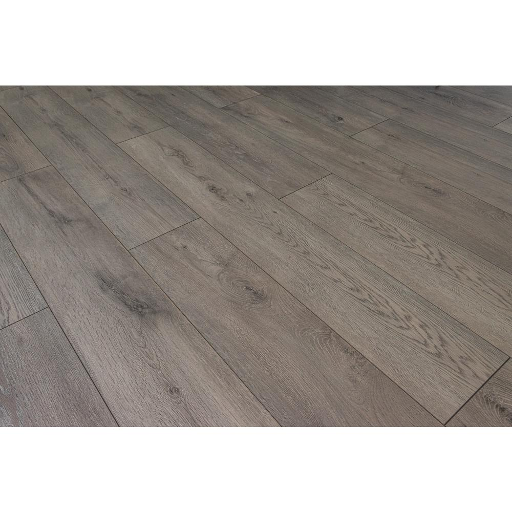 HomeDecoratorsCollection Home Decorators Collection Selborne Oak 12mm Thick x 8.03 in. Wide x 47.64 in. Length Laminate Flooring (15.94 sq. ft. / case), Light
