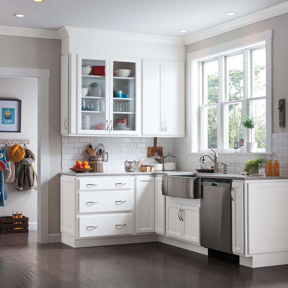 Thomasville       Studio 1904 Custom Kitchen Cabinets Shown in Transitional Style